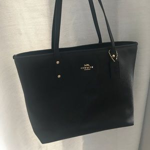 Coach Bag- Central Tote with zip